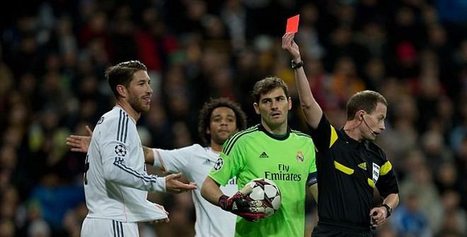 """Ramos """"khóc hận"""" khi trở thành cầu thủ """"bẩn"""" nhất Real"""