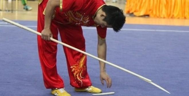 Từ chuyện dùng côn... Trung Quốc: Tiên trách kỷ, hậu trách nhân