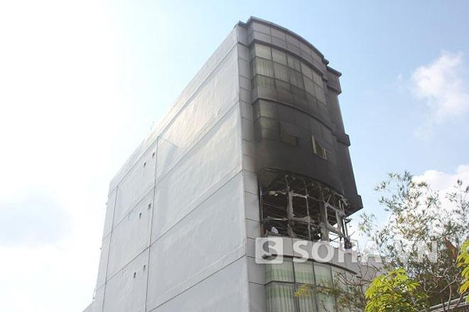 TP.HCM: Cháy và nổ lớn tại trường cao đẳng Kinh tế - Công nghệ
