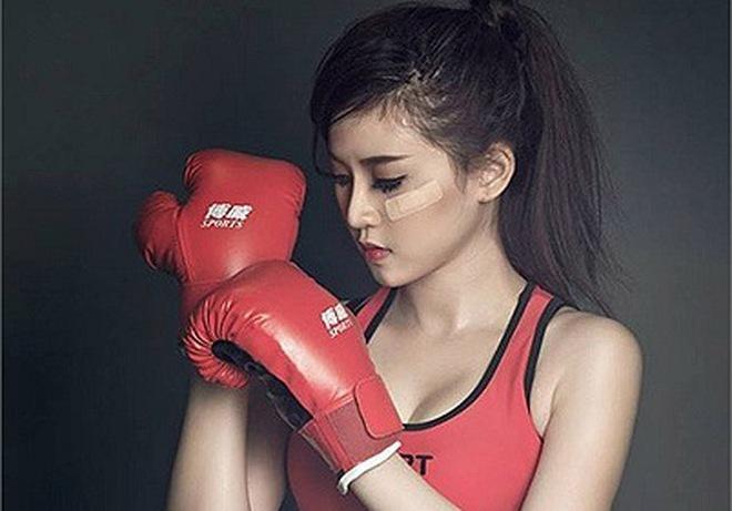 """Hot Girl Sài thành tung ảnh hóa thân nữ võ sỹ """"nóng từng cm"""""""