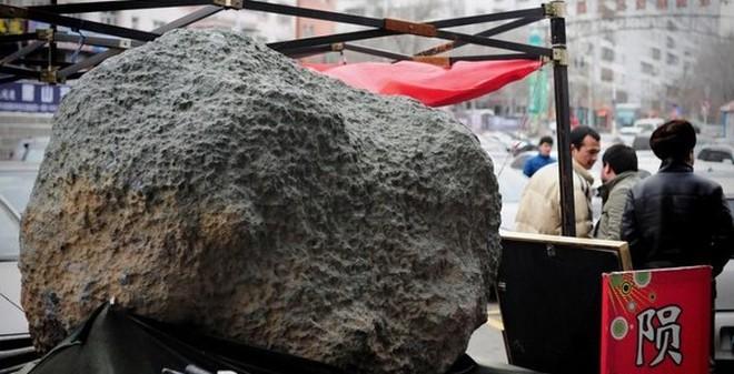Thiên thạch 2 tấn được trưng bày ở Tân Cương