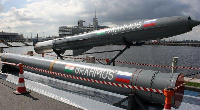 Việt Nam chọn sát thủ diệt hạm BrahMos hay lá chắn thép Pragati?