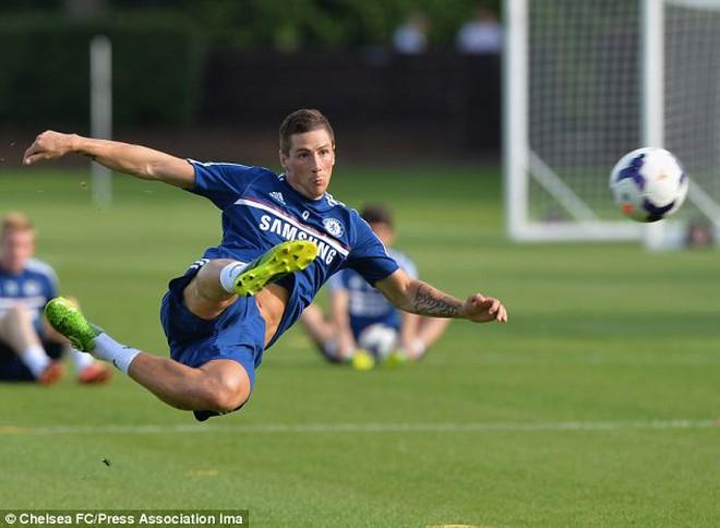 """BẢN TIN CHIỀU 18/8: Mourinho """"chơi"""" bài tâm lý với Torres"""