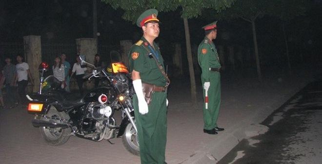 Hình ảnh an ninh triển khai từ nhà tang lễ tới Nội Bài trong đêm