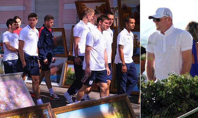 """Du hý biển Bồ Đào Nha, Rooney bỏ mặc Tam sư """"bơ vơ"""" tại Kiev"""