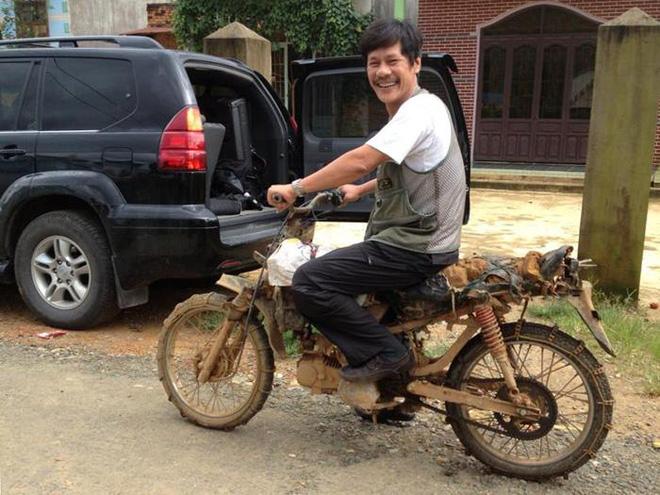 Người chụp nude hàng đầu Việt Nam đi xe máycởi truồng
