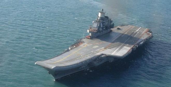"""Mỹ nơm nớp lo tàu sân bay """"cà khổ"""" của Nga tự chìm"""