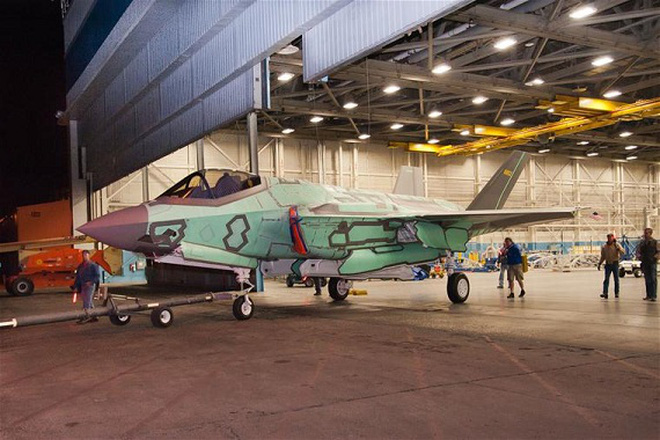 """Mỹ hoàn thiện chiếc F-35 """"Tia chớp"""" thứ 2 cho Không lực Hà Lan"""