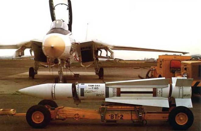 """Iran trang bị cho """"mèo đực"""" F-14 tên lửa nhái Phoenix của Mỹ"""