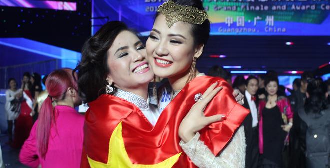 Chủ tịch Mrs World xin lỗi Trần Thị Quỳnh