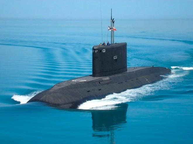 """Việt Nam đầu tư lớn """"xây nhà"""" cho tàu ngầm Kilo"""