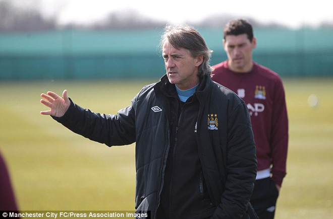 Mancini đòi 100 triệu bảng để đuổi kịp Man United