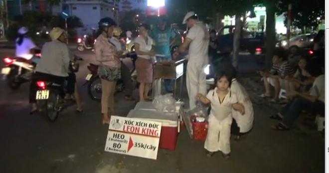Người Đức bán xúc xích trên vỉa hè Sài Gòn