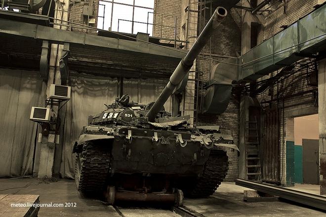 Xe tăng Nga được sửa chữa, bảo dưỡng như thế nào?