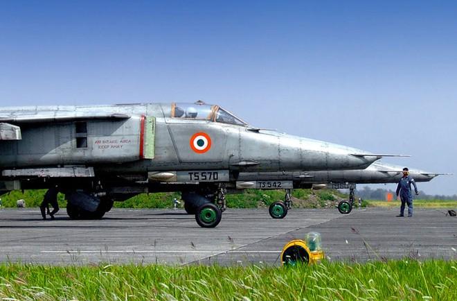 Máy bay rụng như sung, phải mua đồ tân trang: Nhìn xa trông rộng kiểu không quân Ấn Độ? - Ảnh 6.