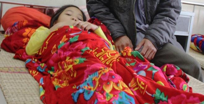 Phẫn nộ vụ bé gái 9 tuổi bị thầy giáo đánh chấn động não