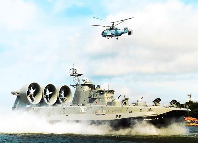 Siêu tàu đổ bộ Trung Quốc chỉ là... 'đồ chơi khổng lồ' trên biển