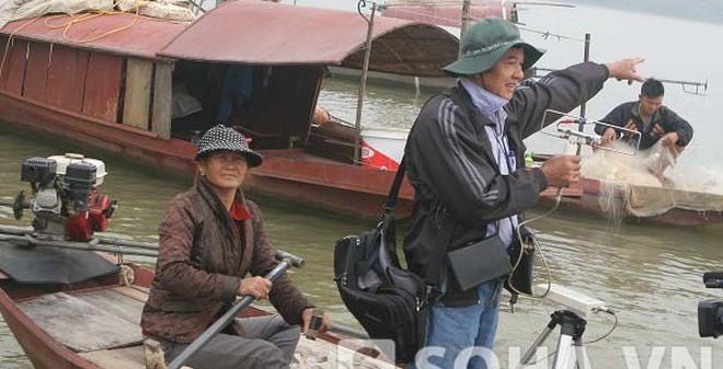 Dùng máy bức xạ thứ cấp tìm xác chị Huyền tại cầu Thanh Trì
