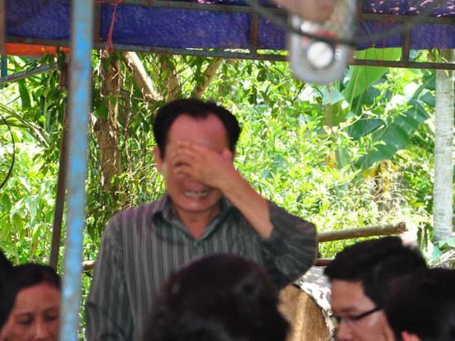 Người cha khóc ngất bên di ảnh con gái bị người yêu sát hại