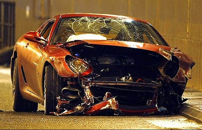 """Choáng với cảnh những siêu xe """"nát bét"""" sau tai nạn"""