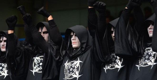 """Thông điệp bí ấn """"tấn công"""" Stamford Bridge"""