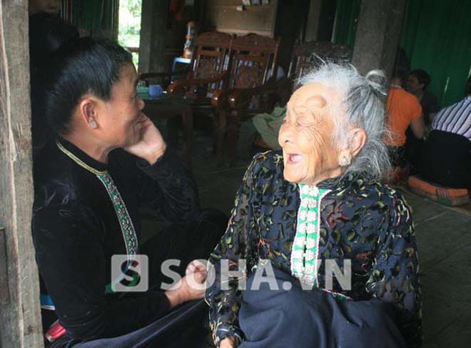 """""""Em gái"""" Mường Phăng 100 tuổi bật khóc mỗi lần xem ảnh Đại tướng"""