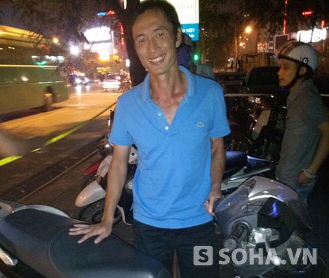 Khác Yanbi, danh thủ Đặng Phương Nam cười tươi khi 141 hỏi thăm