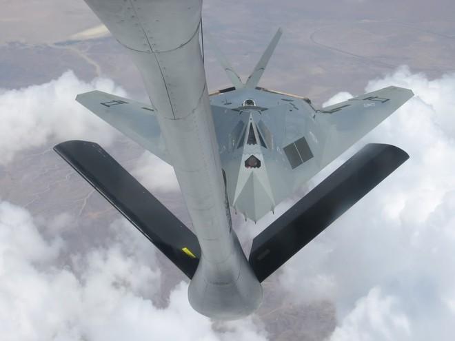 """Bí ẩn chiến binh tàng hình """"Rồng xám"""" F-117A của Không quân Mỹ"""
