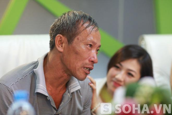 Á hậu Việt Nam phỏng vấn khiến bố thủ khoa Đại học Y rưng rưng nước mắt