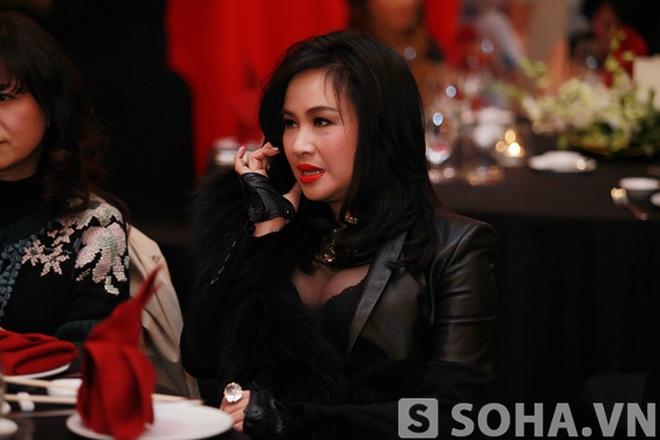 Hồng Nhung kín đáo, Thanh Lam khoe ngực tròn xoe
