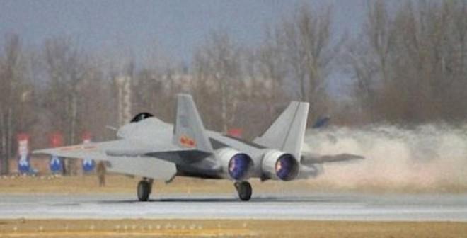 """Tiêm kích J-18 Trung Quốc có thể chỉ là món """"gà ảo"""" hù thiên hạ"""