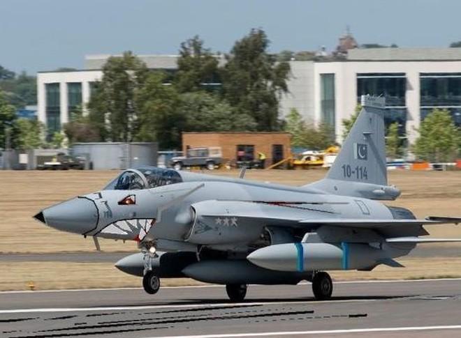"""Tiêm kích JF-17 Block-II Trung Quốc chưa """"ra lò"""" đã đắt khách"""