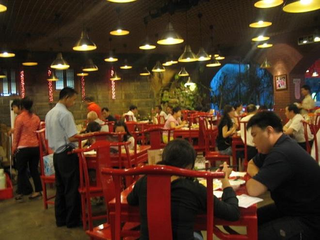 Khách sạn Đức phát tờ rơi cảnh báo cách ăn của du khách Trung Quốc