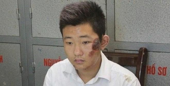 Bảo vệ Khánh đã thò tay vào túi xách của chị Huyền trộm iPhone 5S