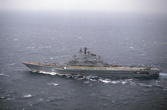 """Điểm mặt tàu chiến, may bay """"khủng"""" của Liên Xô từng ghé Cam Ranh"""