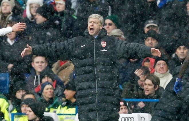 Tỉnh lại và lảm nhảm ít thôi, Arsene Wenger!