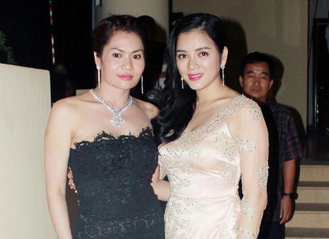 Nữ đại gia mời Mr Đàm, Phi Nhung hát đám cưới thân thiết với Lý Nhã Kỳ