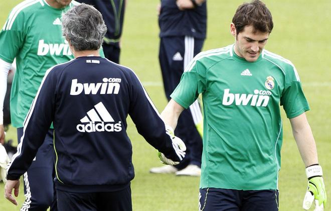 Muối mặt nhận lỗi đi, Casillas!