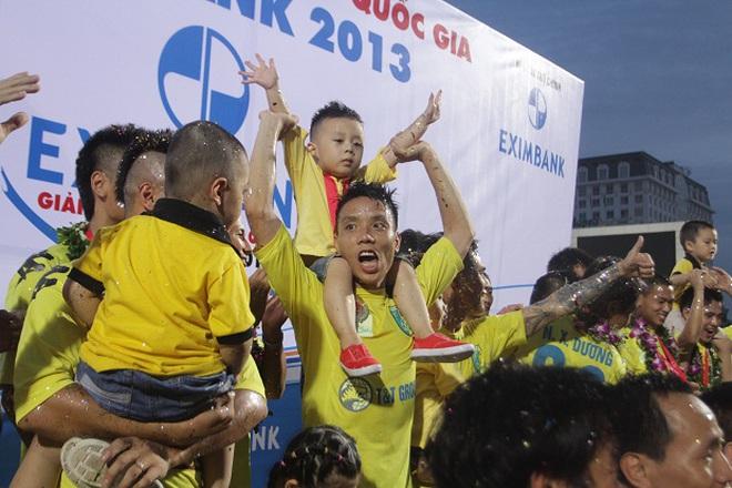 Mừng chức vô địch, HN T&T tổ chức Trung thu ngay tại Hàng Đẫy