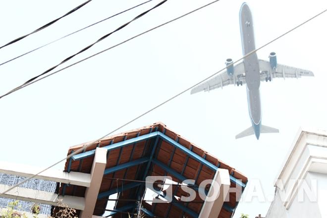 TP.HCM: Thêm một nhà dân bị tốc mái nghi do máy bay hạ cánh