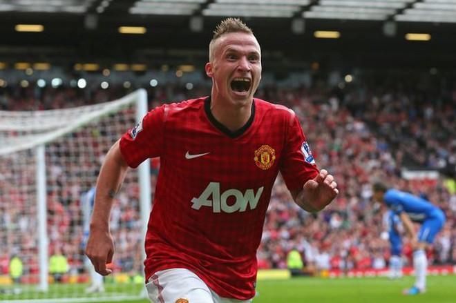 Sao trẻ Man United suýt bỏ đội vì... nhớ nhà