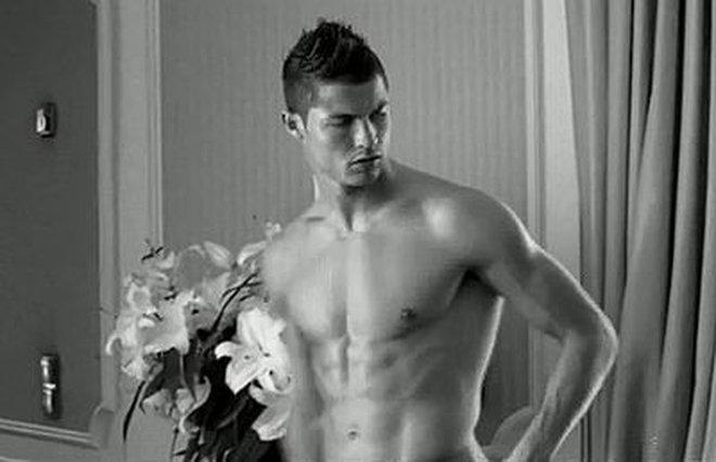 Siêu vòng 3 bất ngờ tiết lộ khả năng giường chiếu của Cris Ronaldo