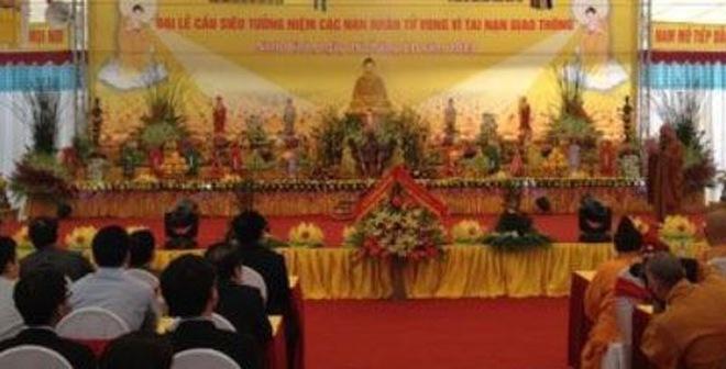 Nghẹn ngào lễ cầu siêu cho các nạn nhân tử vong vì TNGT