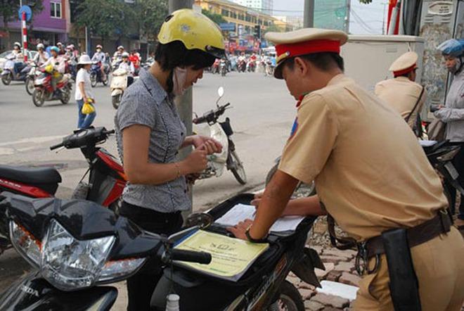 Tình huống tranh luận trong tuần: Sử dụng lấy phép lái xe, đăng ký xe bản photo?