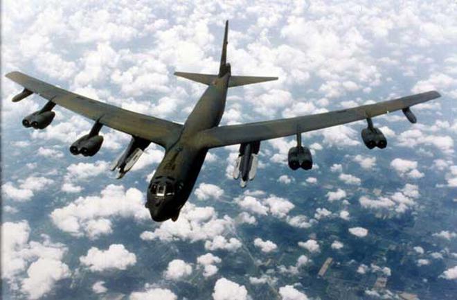 """Mỹ mang """"pháo đài bay"""" B-52 tới Hàn Quốc"""