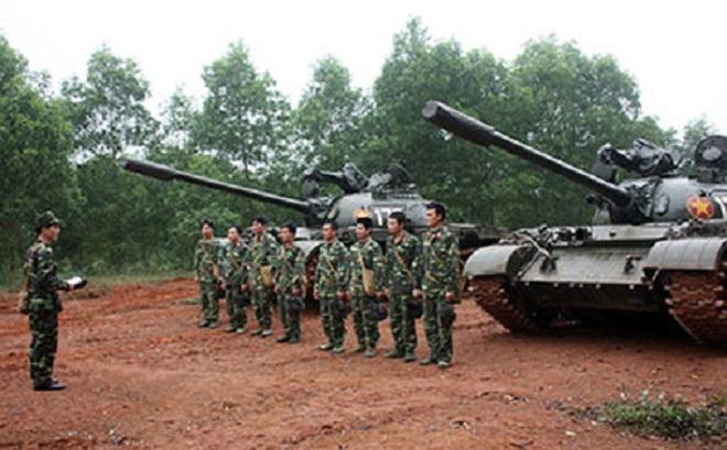 Thăm lữ đoàn xe tăng dự bị chiến lược 215 của Việt Nam