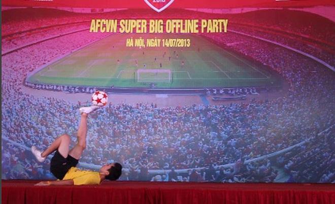 Màn tâng bóng nghệ thuật cực đỉnh chào mừng Arsenal