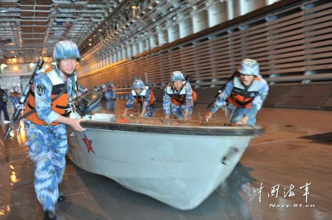 Ảnh: Trung Quốc tập trận chiếm đảo