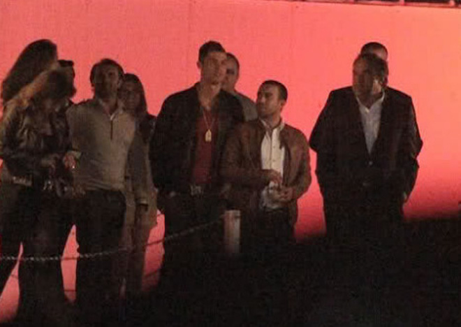 Tiệc rượu của Cris Ronaldo ngập hoa hồng và gái đẹp