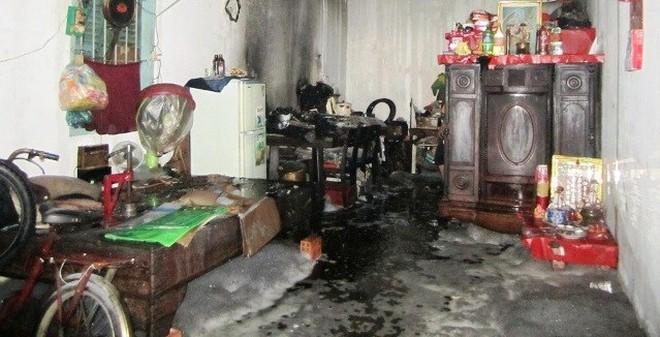TPHCM: Cháy nổ trong nhà, cả gia đình vứt cơm bỏ chạy